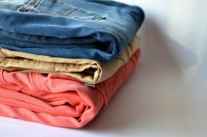 Can you wash blue and black jeans together?