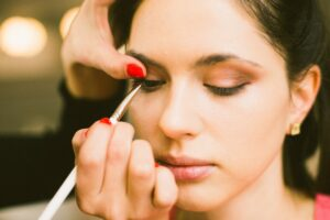 AT WHAT AGE SHOULD YOU WEAR EYELINER?