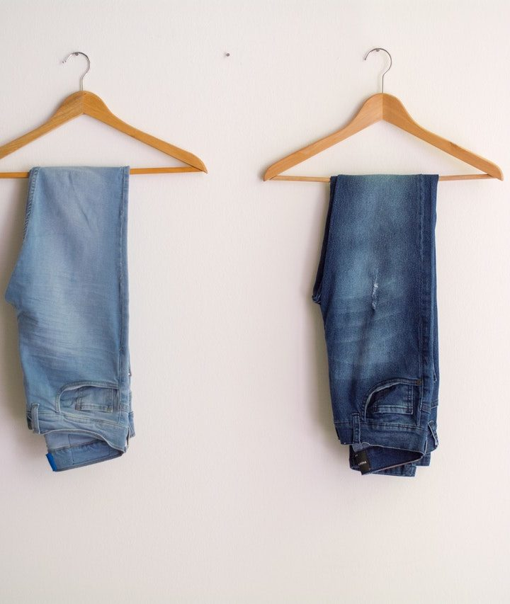 Are oil paints good on jeans? A simple guide.